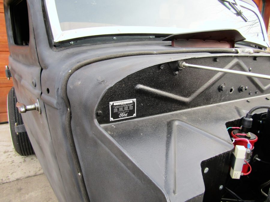 1934 FORD 5 WINDOW COUPE 18801226